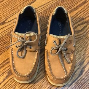 Sperry boat shoes size 2, excellent condition.